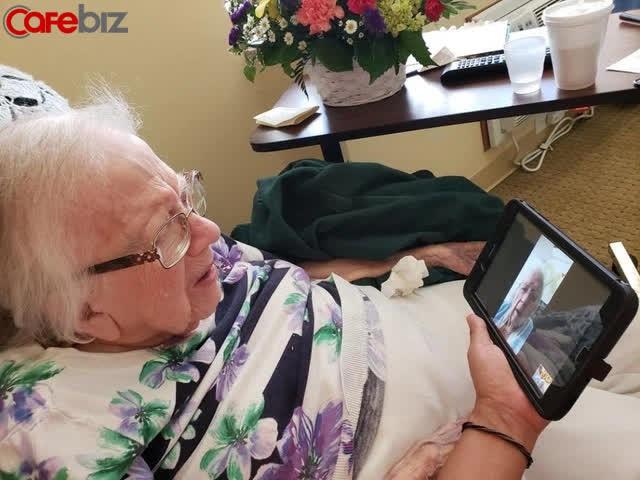 Cụ bà mừng sinh nhật 100 tuổi sau khi đánh bại virus Corona - Ảnh 1.