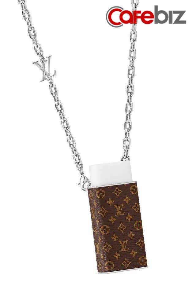 Dây chuyền đựng cục tẩy giá 18,6 triệu đồng của Louis Vuitton: Không xóa được mực bút bi nhưng xóa được tiền trong ví của bạn - Ảnh 1.