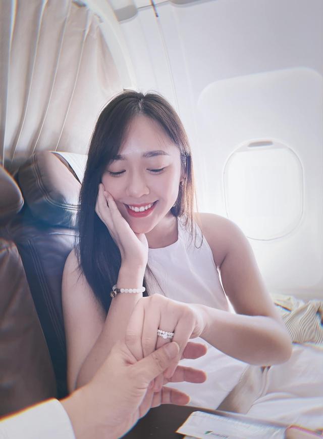 Không cần là Hoa hậu, chỉ cần em ngã vào anh là đủ: Bên cạnh nàng thơ VTV24, còn 2 người đẹp trí thức khác làm xiêu lòng đại gia Việt  - Ảnh 2.