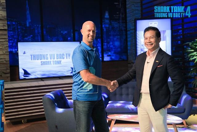 CEO người Mỹ lên Shark Tank Việt gọi vốn cho My Storage: Shark Louis nhiệt tình phân tích SWOT, nhưng sau 1 câu nói đành thốt lên 'Thôi thua (shark Hưng) rồi'! - Ảnh 3.