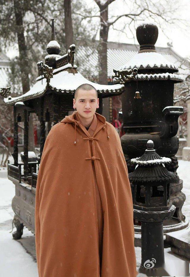 """Nhà sư đẹp trai nhất Trung Quốc: Từ bỏ công việc """"đáng đồng tiền bát gạo"""" đi tu ở tuổi 29, phiên bản đời thực của Đường Tăng! - Ảnh 1."""