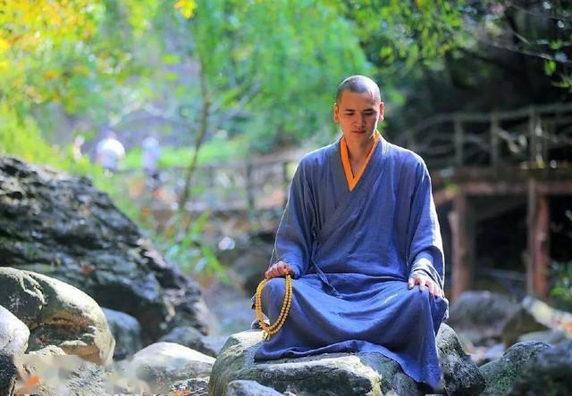 """Nhà sư đẹp trai nhất Trung Quốc: Từ bỏ công việc """"đáng đồng tiền bát gạo"""" đi tu ở tuổi 29, phiên bản đời thực của Đường Tăng! - Ảnh 3."""