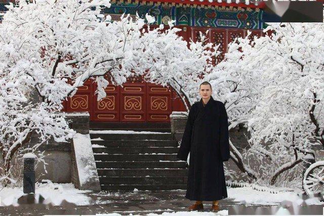 """Nhà sư đẹp trai nhất Trung Quốc: Từ bỏ công việc """"đáng đồng tiền bát gạo"""" đi tu ở tuổi 29, phiên bản đời thực của Đường Tăng! - Ảnh 4."""