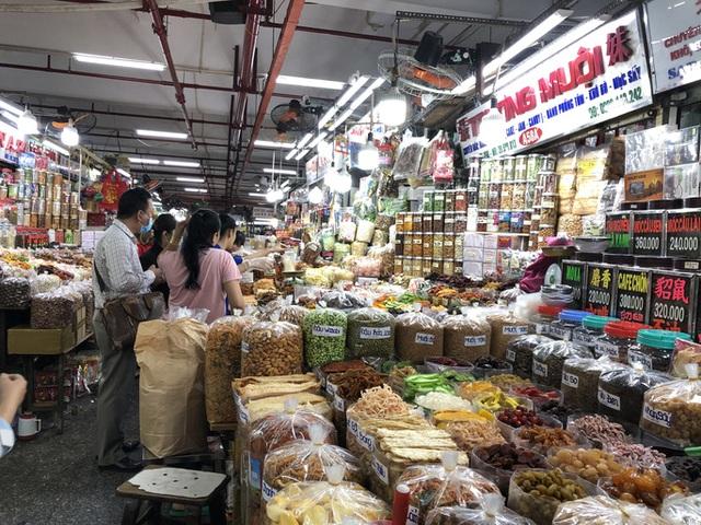 TP HCM: Hàng hoá không phải lương thực thực phẩm, nhu yếu phẩm... ở chợ truyền thống phải ngưng hoạt động  - Ảnh 1.