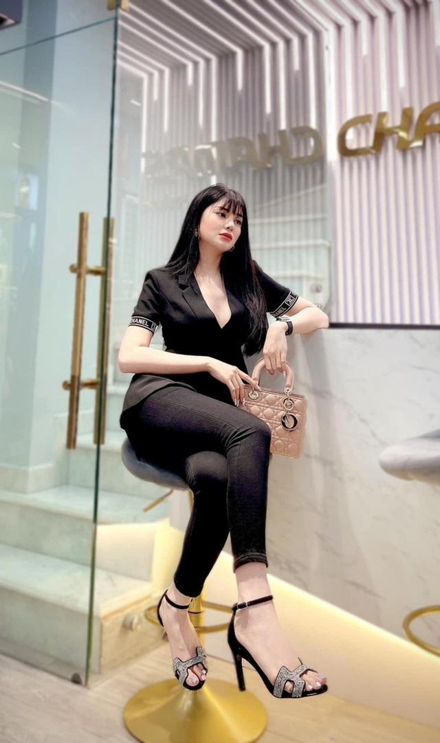 LiLy Chen - mỹ nhân bị đồn yêu cùng 1 tỷ phú với Ngọc Trinh: Tuổi thơ cơ cực sống bằng tiền từ thiện, nay sở hữu tài sản hàng chục tỷ đồng  - Ảnh 4.