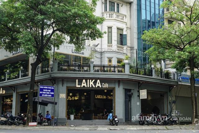 Dân công sở tranh thủ nghỉ trưa hẹn hò cà phê trong ngày đầu Hà Nội nới lỏng, quán vắng người thưa đỡ lo dịch - Ảnh 4.
