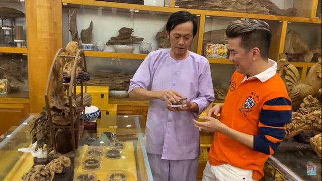 Giữa ồn ào, NS Hoài Linh bị soi lại BST trầm hương trăm tỷ ở phòng riêng, đặc biệt có cả loại gỗ quý hiếm nhất Việt Nam - Ảnh 5.