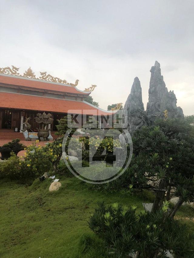 Toàn cảnh Nhà thờ Tổ 100 tỷ của NS Hoài Linh: Trải dài 7000m2, nội thất hoành tráng sơn son thếp vàng, nuôi động vật quý hiếm - Ảnh 11.
