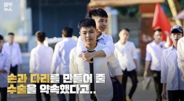 Đài truyền hình Hàn Quốc đưa tin về đôi bạn 10 năm cõng nhau đi học Nguyễn Tất Minh và Ngô Minh Hiếu - Ảnh 1.