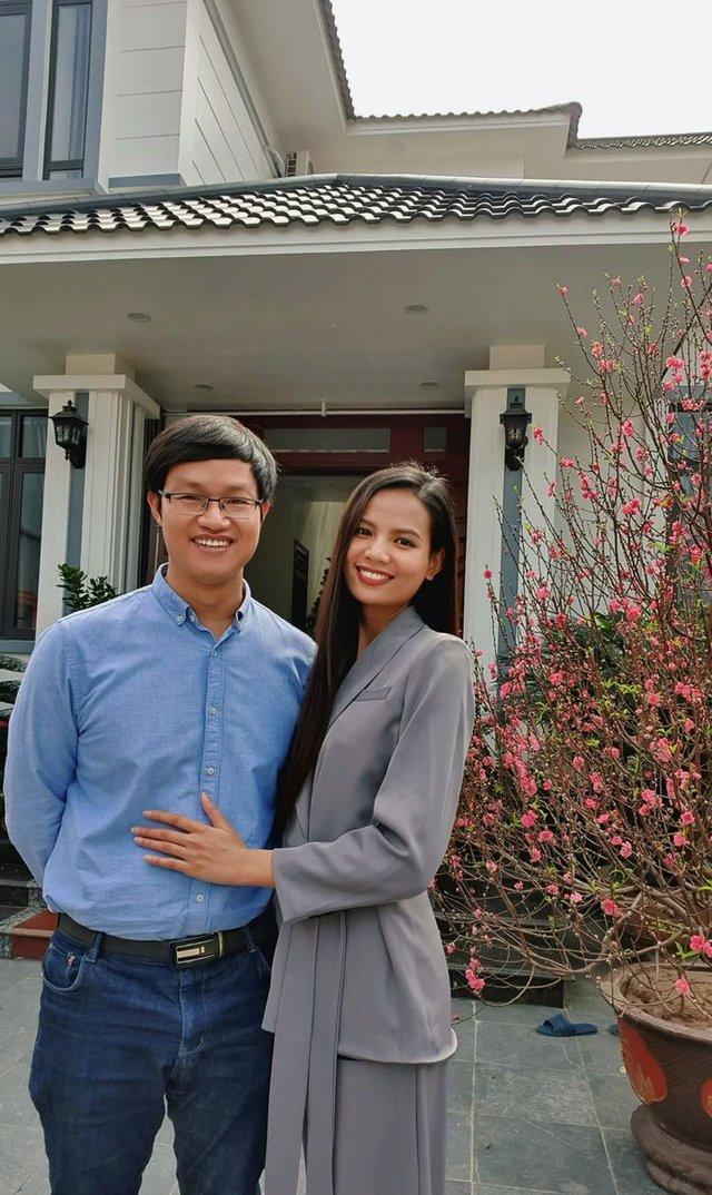 Không cần là Hoa hậu, chỉ cần em ngã vào anh là đủ: Bên cạnh nàng thơ VTV24, còn 2 người đẹp trí thức khác làm xiêu lòng đại gia Việt  - Ảnh 8.