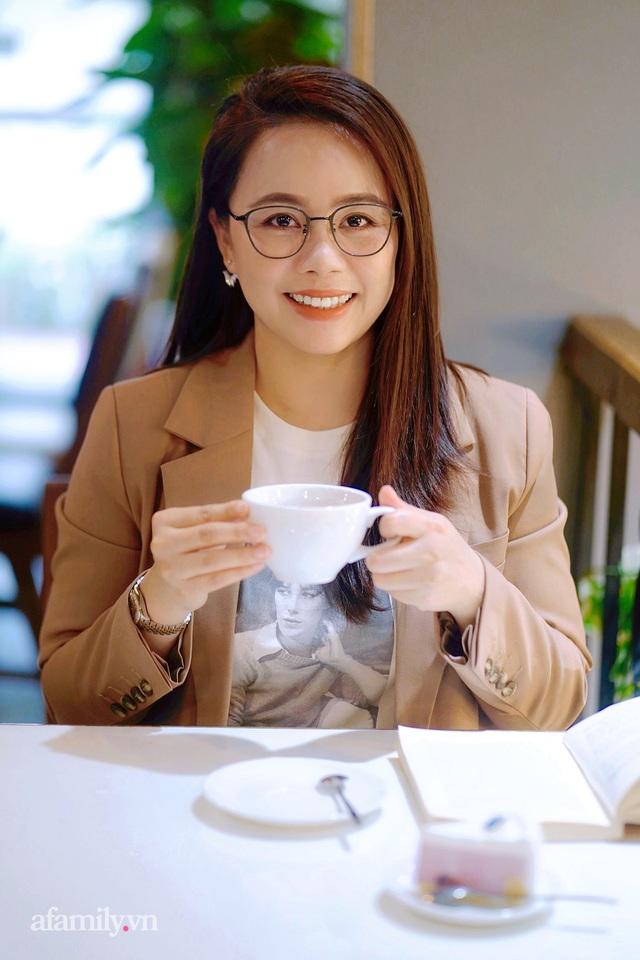 Ms Hoa TOEIC - Chủ tịch trường Anh ngữ nổi tiếng Hà Nội tiết lộ nỗi lo về 2 cô con gái truyền nhân được phát triển hai hệ ngôn ngữ song song từ khi chưa vào lớp 1  - Ảnh 1.