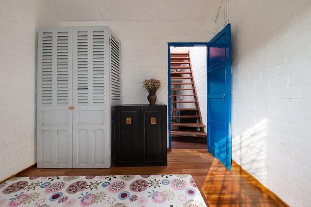 """Ngôi nhà """"nguỵ trang"""" độc đáo nhất Sài Gòn, bên ngoài xập xệ cũ nát nhưng bên trong lại là kiệt tác giữa lòng thành phố - Ảnh 8."""