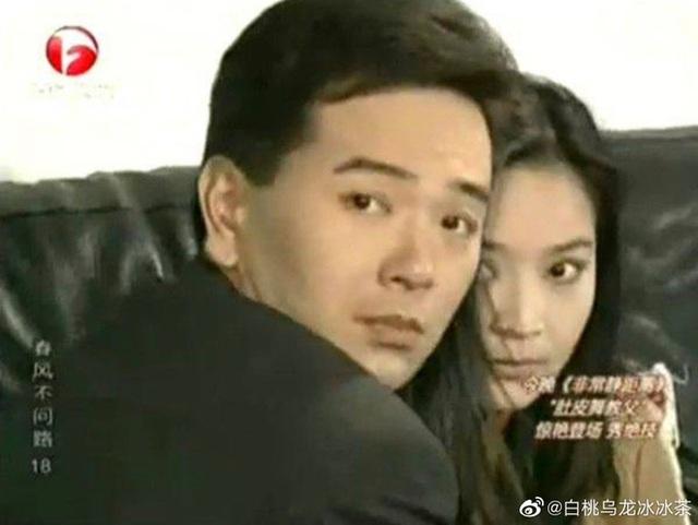 Bị chửi hết thời, bán hàng phake trên livestream, tài tử Hoa ngữ 65 tuổi khóc nức nở - Ảnh 2.
