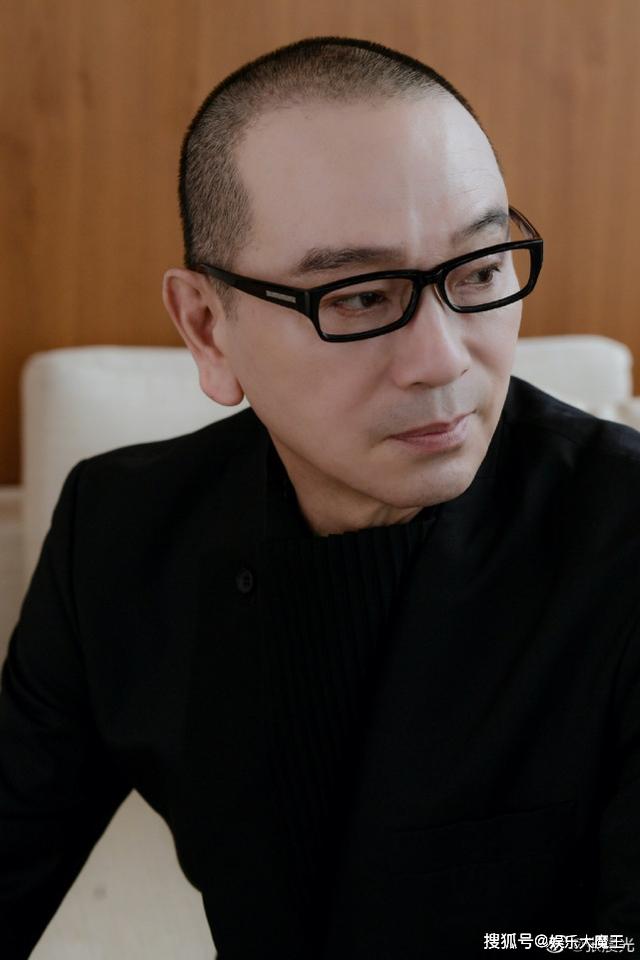 Bị chửi hết thời, bán hàng phake trên livestream, tài tử Hoa ngữ 65 tuổi khóc nức nở - Ảnh 4.