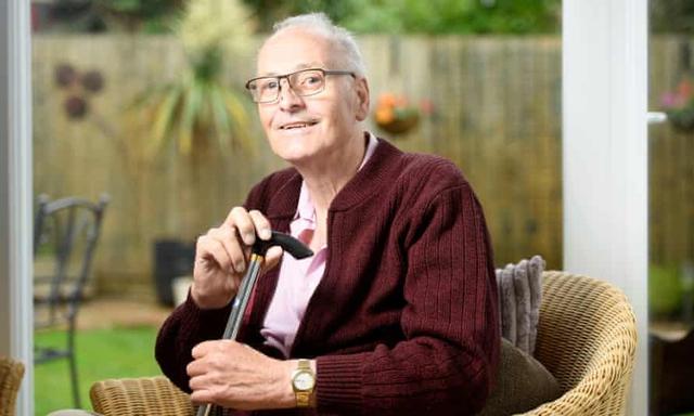Bệnh nhân mắc Covid-19 lâu nhất thế giới: 42 lần xét nghiệm dương tính, 10 tháng chiến đấu, khui rượu ăn mừng khi khỏi bệnh - Ảnh 1.