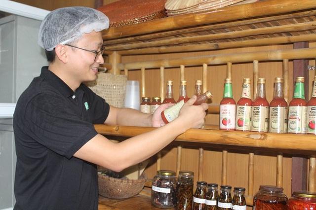 9X xứ Thanh bỏ lương nghìn USD về quê khởi nghiệp với ớt, cà chua, thu về hàng tỷ đồng/năm - Ảnh 2.
