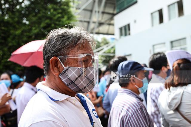 Ảnh, clip: Hơn 9.000 người tại TP HCM đến Nhà thi đấu Phú Thọ chờ tiêm vaccine Covid-19 - Ảnh 7.