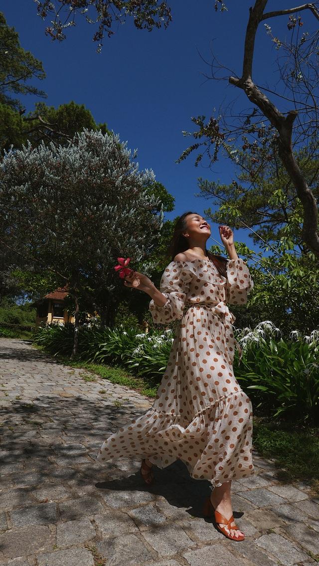 """Siêu mẫu Thanh Hằng: Chân dài kín tiếng của showbiz Việt tiết lộ về điểm đến an yên nhất và khẳng định """"nơi nào cũng đẹp như tranh"""" khi bên cạnh có người này - Ảnh 5."""