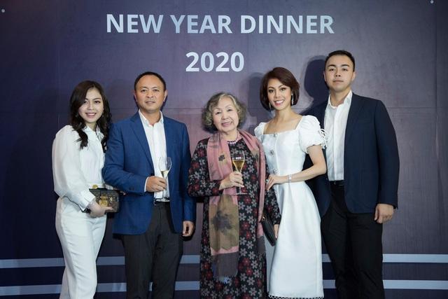 Cặp đôi F2 kín tiếng của gia tộc Sơn Kim Group: Trai tài gái sắc, học trường Top 57 Đại học tốt nhất thế giới, bước đầu tiếp quản cơ nghiệp gia đình - Ảnh 1.