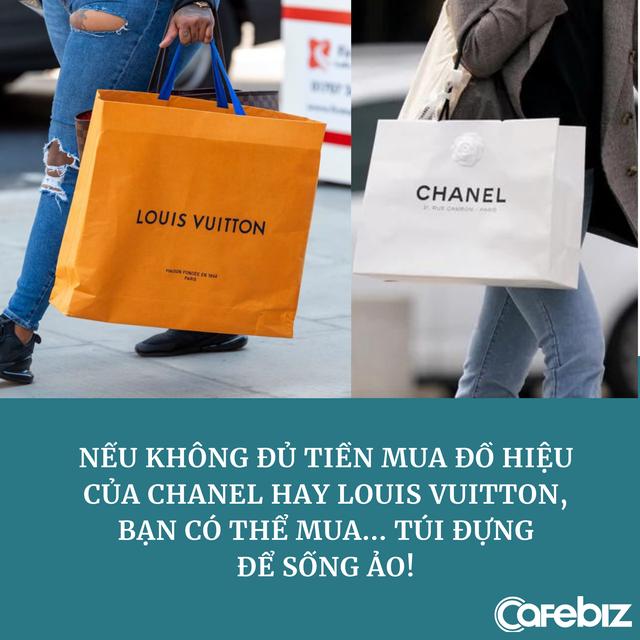 Góc dành cho người nghèo nhưng muốn khoe giàu: Có cả một thị trường sôi động bán túi, hộp đựng hàng hiệu, vỏ chai nước hoa... phục vụ sống ảo - Ảnh 1.