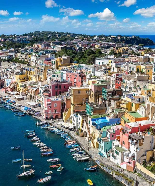Choáng ngợp Capri – hòn đảo không Covid-19 ở châu Âu, điểm nghỉ dưỡng siêu cao cấp của người giàu trời Tây - Ảnh 2.