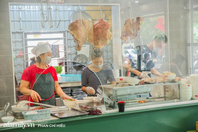 Gia đình 3 đời bán thịt bò, sở hữu luôn tiệm Phở Long Bích đình đám Hà Nội tiết lộ những phần hiếm và ngon nhất của con bò khi ăn Phở mà chưa từng có ai muốn kể! - Ảnh 1.