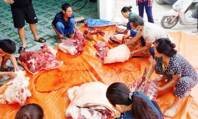 Người dân mổ lợn hơn 2 tạ, làm xúc xích, chà bông gửi người dân Bắc Giang chống dịch - Ảnh 1.