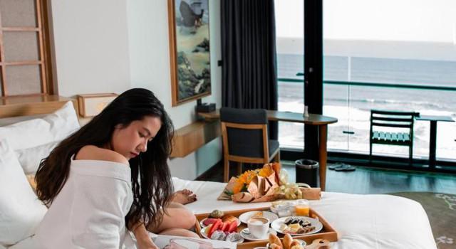 Đà Nẵng mở lại hoạt động tắm biển, loạt khách sạn 4 sao giảm giá chạm đáy: Chỉ 400 ngàn đồng/đêm, vị trí trung tâm, rating cao vút 8-9 điểm - Ảnh 2.