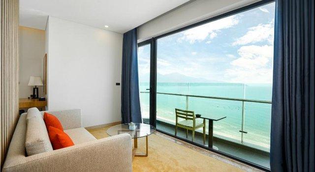 Đà Nẵng mở lại hoạt động tắm biển, loạt khách sạn 4 sao giảm giá chạm đáy: Chỉ 400 ngàn đồng/đêm, vị trí trung tâm, rating cao vút 8-9 điểm - Ảnh 1.