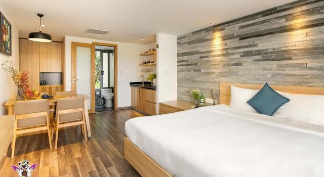 Đà Nẵng mở lại hoạt động tắm biển, loạt khách sạn 4 sao giảm giá chạm đáy: Chỉ 400 ngàn đồng/đêm, vị trí trung tâm, rating cao vút 8-9 điểm - Ảnh 9.