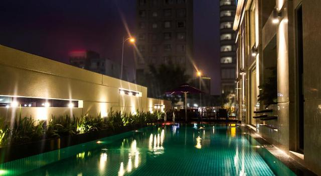 Đà Nẵng mở lại hoạt động tắm biển, loạt khách sạn 4 sao giảm giá chạm đáy: Chỉ 400 ngàn đồng/đêm, vị trí trung tâm, rating cao vút 8-9 điểm - Ảnh 11.