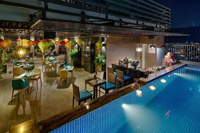 Đà Nẵng mở lại hoạt động tắm biển, loạt khách sạn 4 sao giảm giá chạm đáy: Chỉ 400 ngàn đồng/đêm, vị trí trung tâm, rating cao vút 8-9 điểm - Ảnh 6.