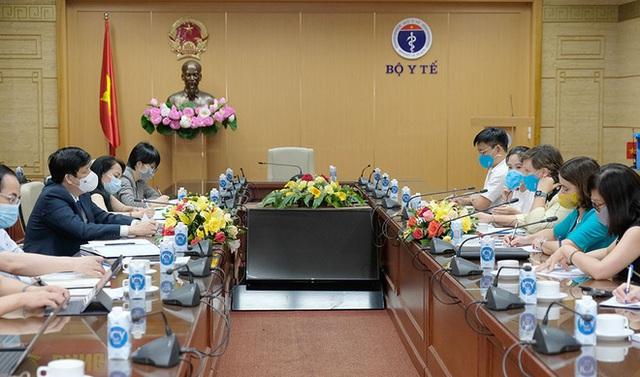 Bộ trưởng Bộ Y tế: Đến thời điểm này, các nguồn vắc xin về Việt Nam đều rất chậm - Ảnh 1.
