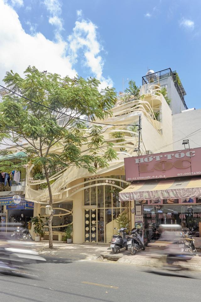 Tp.HCM: Quán cà phê như tổ chim giữa lòng thành phố xuất hiện lạ lẫm trên báo Mỹ - Ảnh 3.