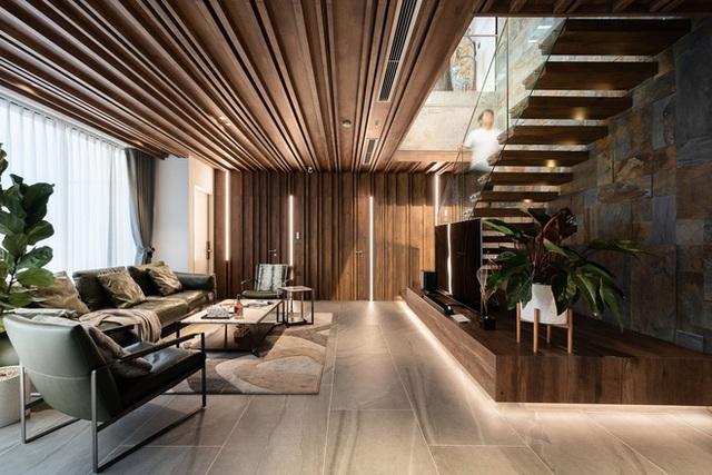 Vợ chồng 9X chi 5 tỷ cải tạo penthouse, dành hẳn 150m2 làm khu vườn trên cao để chill tại gia - Ảnh 1.
