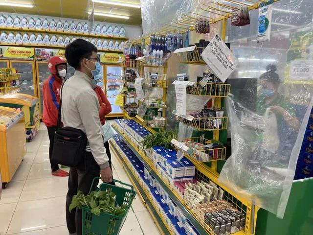 QLTT kiểm tra giá bán hàng hóa tại Bách Hóa Xanh - Ảnh 1.