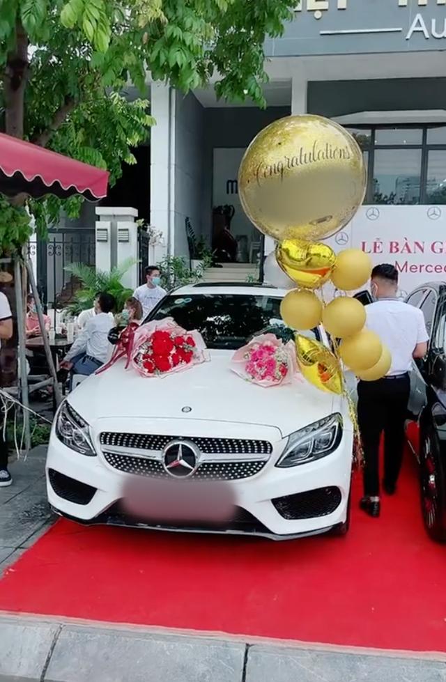 Nam thanh niên 20 tuổi ra đời với 2 bàn tay trắng tổ chức lễ nhận xe Mercedes tiền tỷ sau khi gia nhập hội tài chính 4.0  - Ảnh 1.