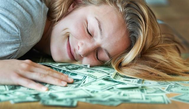 'Nếu tiền không mang lại hạnh phúc cho bạn, rất có thể bạn đã không sử dụng nó đúng cách': 8 nguyên tắc về tiền giúp bạn hạnh phúc - Ảnh 1.