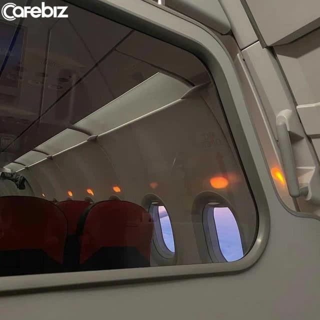 Tiếp viên 1 hãng hàng không Việt Nam phải làm lao công dọn vệ sinh: Tại sao công ty không giữ hình ảnh cho tiếp viên?  - Ảnh 2.