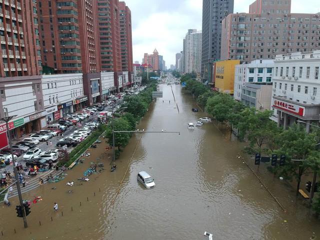 'Mưa lớn nhất 1.000 năm' gây lụt nặng ở tỉnh miền trung Trung Quốc - Ảnh 2.