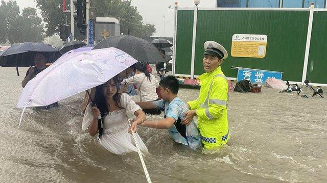 'Mưa lớn nhất 1.000 năm' gây lụt nặng ở tỉnh miền trung Trung Quốc - Ảnh 3.