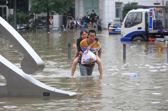 'Mưa lớn nhất 1.000 năm' gây lụt nặng ở tỉnh miền trung Trung Quốc - Ảnh 1.