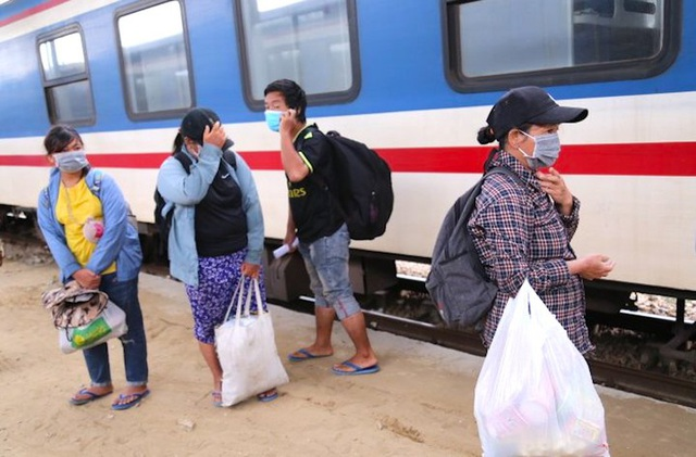 Gia đình 4 người đạp xe từ Đồng Nai đã về đến Nghệ An, được đưa đi cách ly tập trung - Ảnh 1.