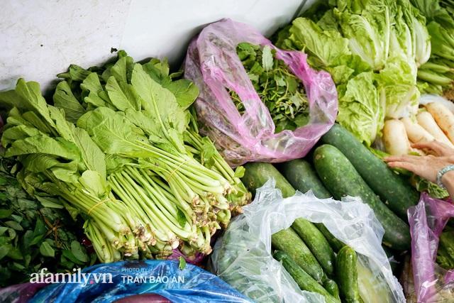 Người Sài Gòn lên xe buýt để... mua rau củ, thịt cá giá bình ổn, vẫn đảm bảo an toàn nhưng quan trọng là cái gì cũng tươi ngon!  - Ảnh 11.