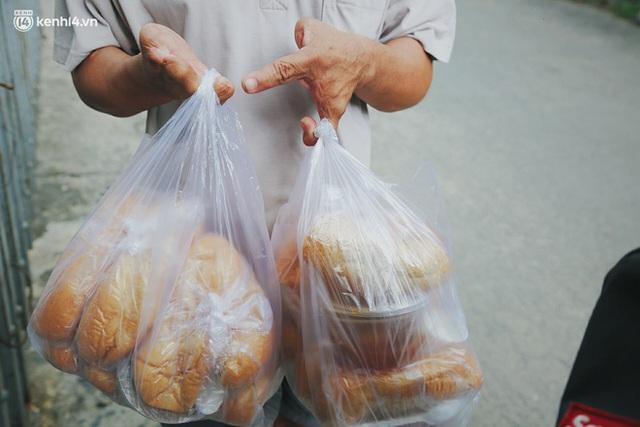 Mẹ khiếm thị, con trai nấu cơm rồi đi khắp Sài Gòn để tặng người khuyết tật: Mẹ có anh đi còn té ngã, cô chú ngoài kia chẳng biết sống sao - Ảnh 16.