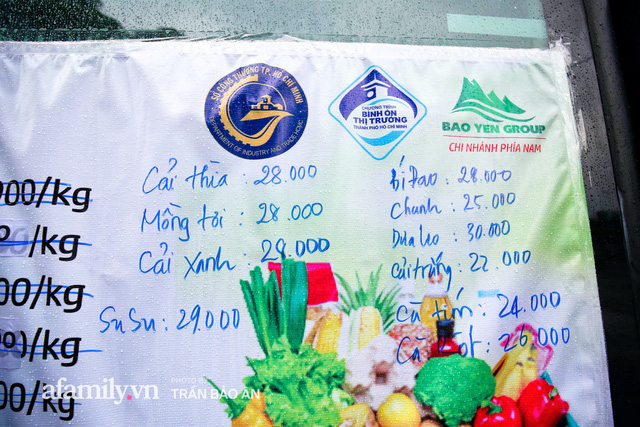 Người Sài Gòn lên xe buýt để... mua rau củ, thịt cá giá bình ổn, vẫn đảm bảo an toàn nhưng quan trọng là cái gì cũng tươi ngon!  - Ảnh 4.