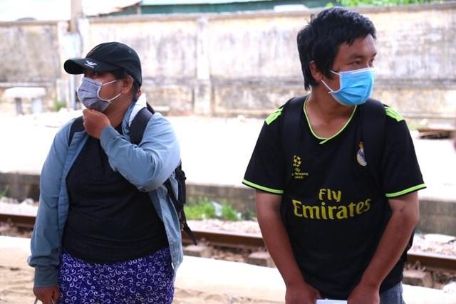 Gia đình 4 người đạp xe từ Đồng Nai đã về đến Nghệ An, được đưa đi cách ly tập trung - Ảnh 4.