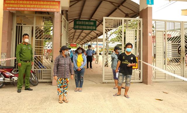 Gia đình 4 người đạp xe từ Đồng Nai đã về đến Nghệ An, được đưa đi cách ly tập trung - Ảnh 6.