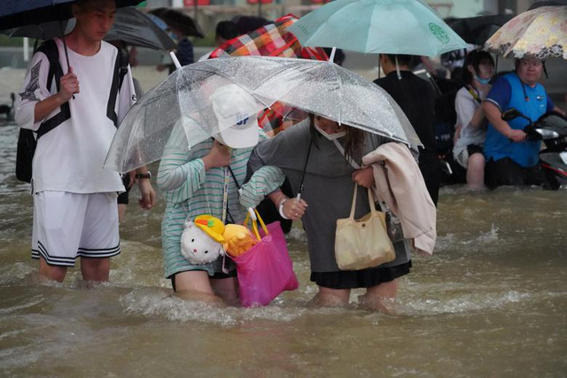 'Mưa lớn nhất 1.000 năm' gây lụt nặng ở tỉnh miền trung Trung Quốc - Ảnh 8.