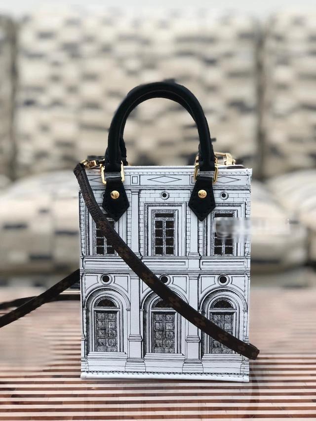 Phát hiện Louis Vuitton có túi mới in hình giống biệt thự Thái Công thiết kế cho mình, nữ đại gia xây lâu đài 400 tỷ đồng chốt đơn luôn? - Ảnh 2.